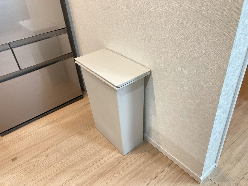キッチン脇のゴミ箱