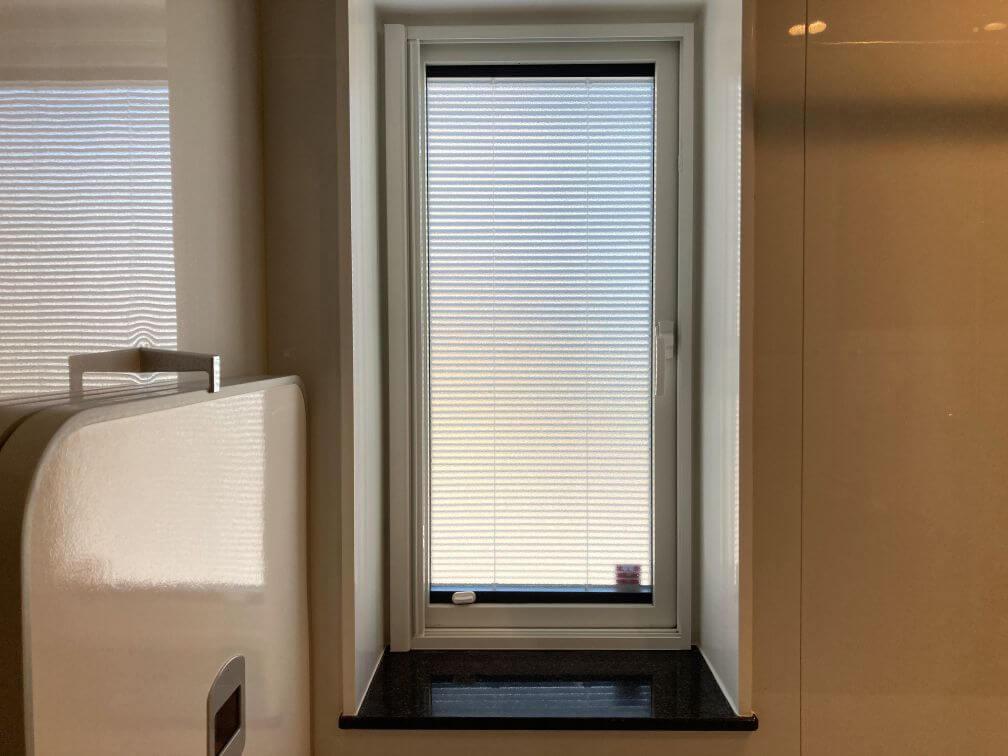 ブラインド入りお風呂の窓