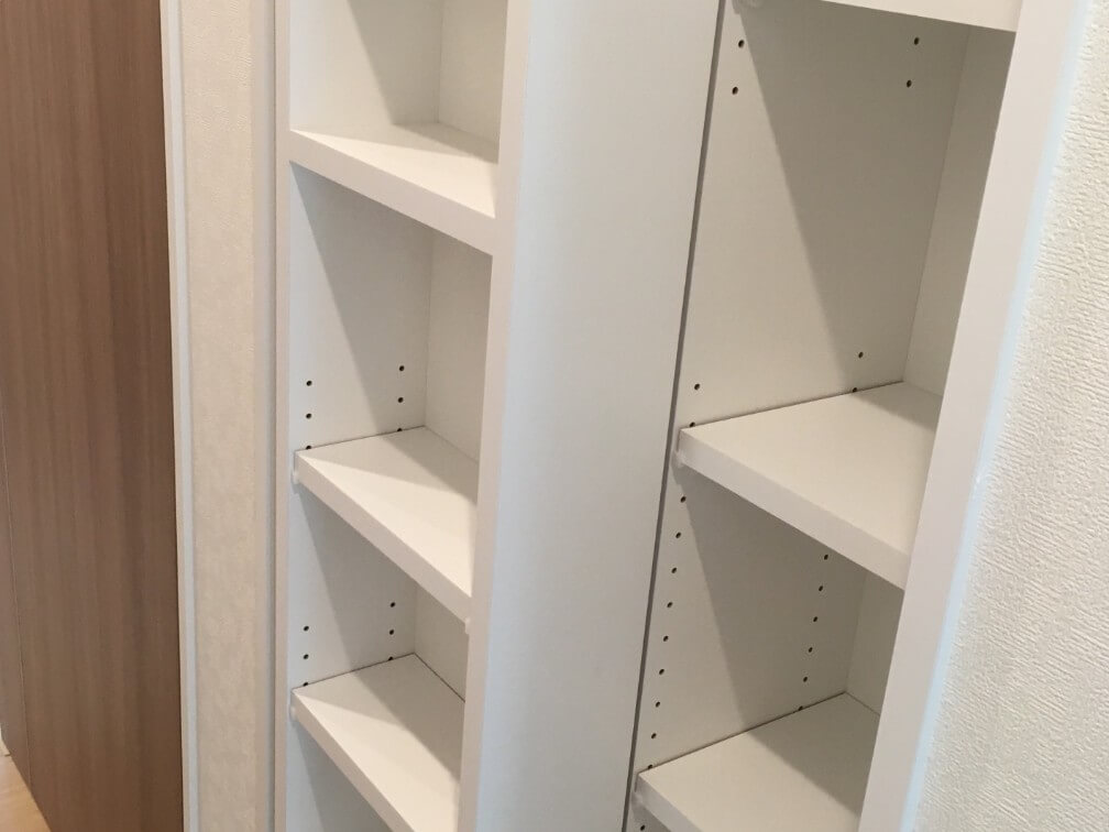 廊下の本棚