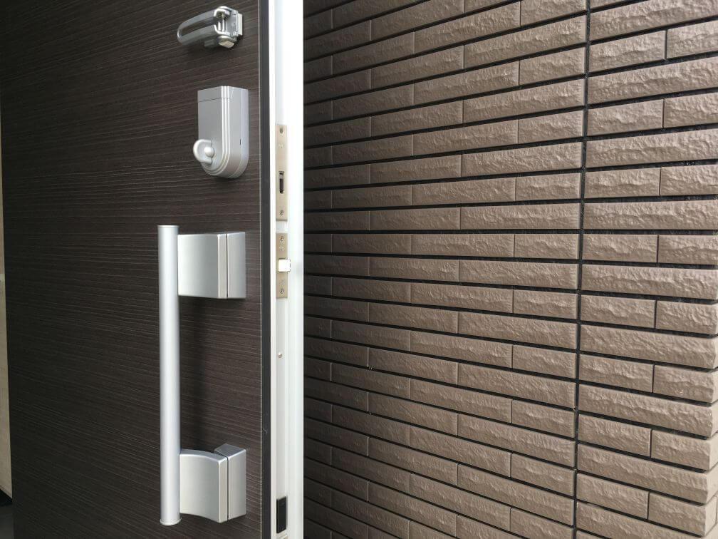 玄関ドアと袖壁の位置